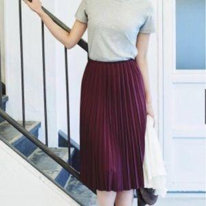 UNIQLO Burgundy Accordion Pleat Skirt- XS